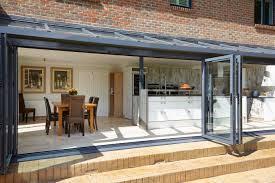cuisine sous veranda installer une cuisine dans une véranda les questions d aménagement