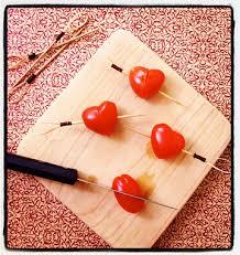 cuisiner les tomates cerises brochettes coeur avec des tomates cerises pour la valentin