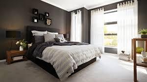 chambre sol gris chambre avec des murs noirs et un sol gris