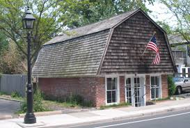 gambrel homes ideas gambrel roof with shingle roof ideas and brick exterior