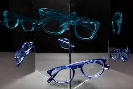 what your glasses reveal about your personality reader u0027s digest