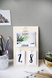 diy desk calendar desk calendars polaroid and desks
