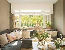 home decor styles name rincón del salón con sofá rinconero gris con estores blancos y