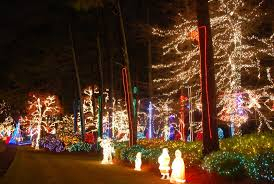 this kennesaw musical christmas light display has 275 000 bulbs