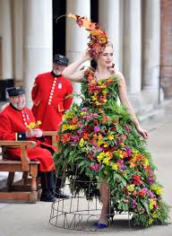 flower dress 5 years of m g s bespoke flower dresses at chelsea rhs chelsea