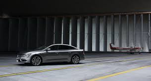 renault talisman 2017 night daimler experts helps renault improve build quality of new talisman