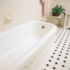 Refinishing Old Bathtubs by Best 25 Tub Refinishing Ideas On Pinterest Bathtub Refinishing