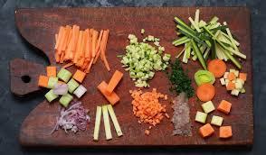 comment cuisiner les legumes astuce couper les légumes en brunoise julienne mirepoix et