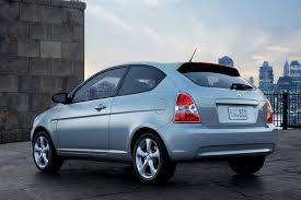 2005 hyundai accent value 2009 hyundai accent overview cars com