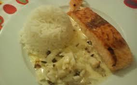 cuisiner saumon congelé recette pavé de saumon à la crème de curry et oignon pas chère et
