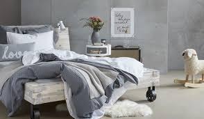 schlafzimmer grau trendfarbe grau im schlafzimmer myhome der micasa
