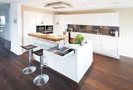 moderne kche mit kochinsel und theke kochinsel küchentraum in hochglanz weiß mit theke und modernster