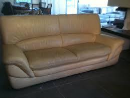 nettoyage cuir canapé nettoyage d un canapé en cuir sur marseille restauration meubles