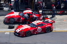 Dodge Viper Red - dodge viper gts r race cars return to traditional red and white livery