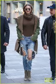 I Love Gigi Baby Clothing Gigi Hadid U0026 Zayn Malik Were Given An Unusual Gift Photo 3863355