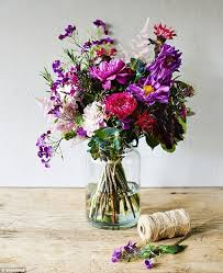 Putting Roses In A Vase Show Off Your Roses Flowers As Beautiful As Roses Make Arranging