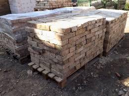 historische ziegel antik klinker backsteine ruinenmauer mediterran