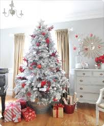 Decorate Christmas Tree Red And Gold by Decorating The Christmas Tree