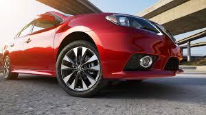 nissan sentra yahoo autos detroit drivers love the bold 2017 nissan sentra