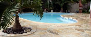 amenagement piscine exterieur piscine quartzite jaune nous construisons vos bâtiments et