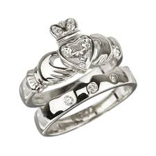 claddagh wedding ring solvar claddagh rings 18k white gold claddagh diamond engagement