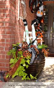 halloween door show me decorating