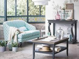 levrette sur canapé belles idées déco pour rajeunir ses meubles classiques femme