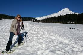 winter getaway trip to central oregon with snowshoeing along