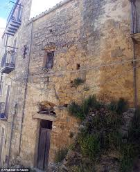 10 orphan row houses so lonely you ll want to take them buy a house in the gorgeous italian countryside for just 1 village