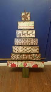 christmas tree pallet 26 creative pallet christmas trees with decor ideas shelterness