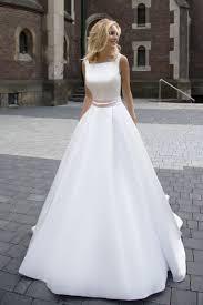 robe de mari e satin robe de mariée élégante création robine devant collection