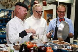 alton brown joins the mythbusters in tonight s thanksgiving