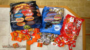 halloween candy deals how to prep halloween candy for 150 trick or treaters youtube