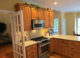 kitchen wall color ideas with oak cabinets honey oak kitchen cabinets wall color faced