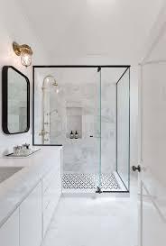 bain de si e id e d coration salle de bain une des salles de bains de la avec id