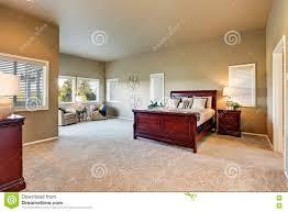 Schlafzimmer Beige Wand Schlafzimmerinnenraum Mit Beige Wänden Und Kirschholzmöbel