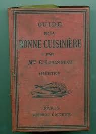 livre de cuisine ancien marmite émaillé ustensiles de cuisine brocante