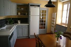 cuisine rustique repeinte en gris rénover sa cuisine en lui conservant tout charme avant après