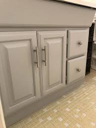 what paint to use on oak cabinets how to paint oak cabinets without the grain showing
