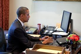 obama at desk why is it that u s presidents don t use a computer in their office