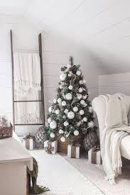 simple farmhouse christmas bedroom christmas tree decorating