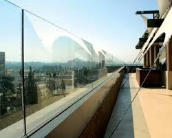 glas f r balkon glas paneele ideen garten balkon windschutz zukünftige projekte