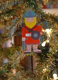 decorate your christmas tree with souvenirs travel savvy mom