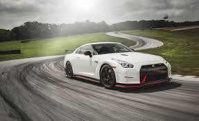 nissan skyline 2017 nissan gt r reviews nissan gt r price photos and specs car