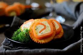 recette boursin cuisine roulés de saumon fumé et boursin bouchée apéritive le