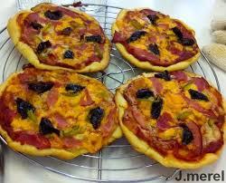 cuisiner poivrons verts pizza au bacon pruneau mimolette et poivrons verts pizza