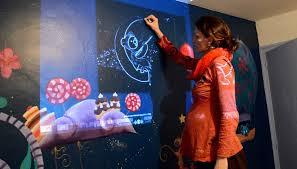 comment dessiner sur un mur de chambre fresque féérique pour une chambre d enfant ptit d une