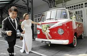 volkswagen singapore couple roll up for wedding in 1982 volkswagen kombi women news