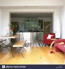 Esszimmer Mit Sofa Room Sofa Stripes Table Stockfotos U0026 Room Sofa Stripes Table
