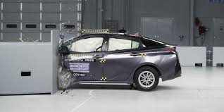 lexus uae offers 2015 why only 38 cars earned iihs top safety pick status